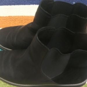 Emu Shoes - 2 FOR $20 SIZE 9 w EMU AUSTRALIA ANKLE BOOTS